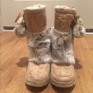 Shoes - CUTE FURRY BOOTS (7.5)